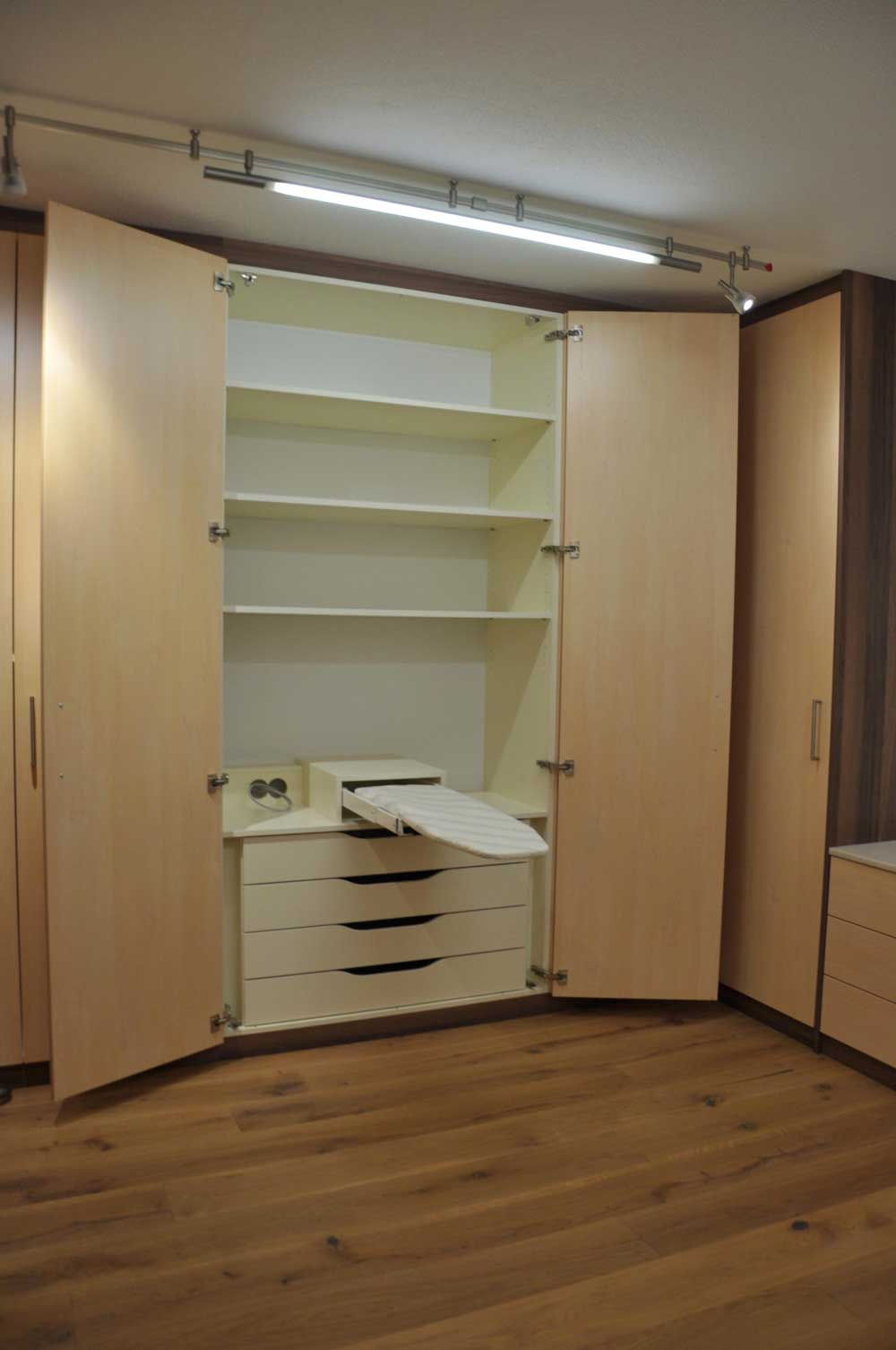 holz-vorzimmer-garderobe-vom-tischler-nach-maß-modern-planung-2