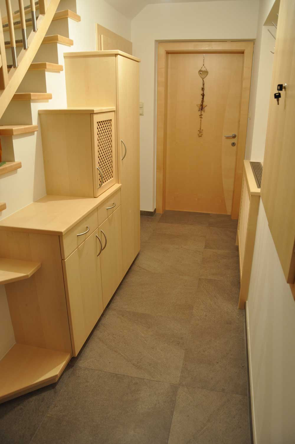 holz-vorzimmer-garderobe-vom-tischler-nach-maß-modern-planung-4